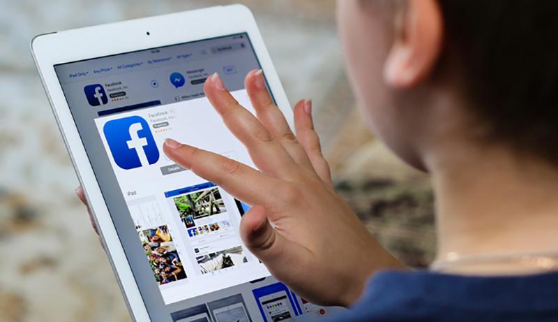 """هل تعرضتم لـ """"Log out"""" مفاجئة؟ فيسبوك يعلن: حسابات 50 مليون مستخدم تعرضوا للإختراق الأمني"""