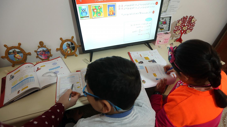 إرباك مزدوج يهدد العام الدراسي: 13 أسبوع تعليمي فقط، هكذا سيكون التعليم المدمج في لبنان بزمن الكورونا