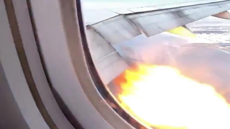 بالفيديو/ اشتعال النيران في محرك طائرة ركاب بعد وقت قصير من إقلاعها من مطار لوس أنجلوس...على متنها 347 راكبا!