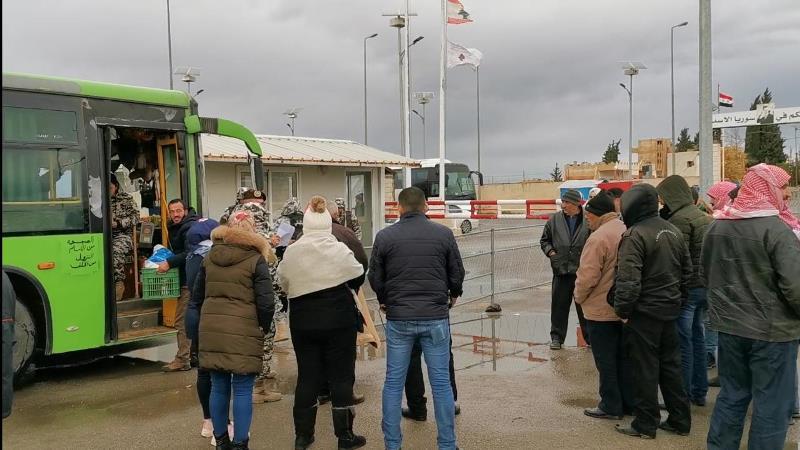بعد تأخير لساعات بسبب العاصفة...عودة طوعية لـ137 نازح سوري من صيدا