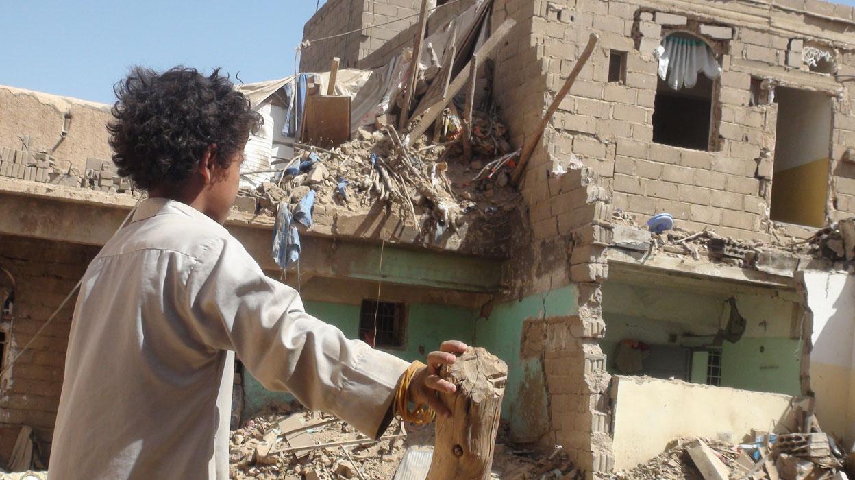 """السعودية والإمارات يعلنون عزمهم التبرع بـ70 مليون دولار لدعم رواتب المعلمين في اليمن وطيران """"التحالف"""" يشن غاراته على عدد من المحافظات اليمنية!"""