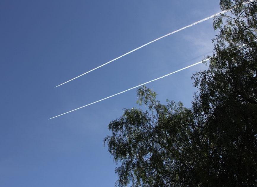 طيران العدو الإسرائيلي حلق على علو متوسط فوق اجواء القرى الحدودية وصولا الى أجواء قرى وبلدات قضاء صور والنبطية وخرق جدار الصوت
