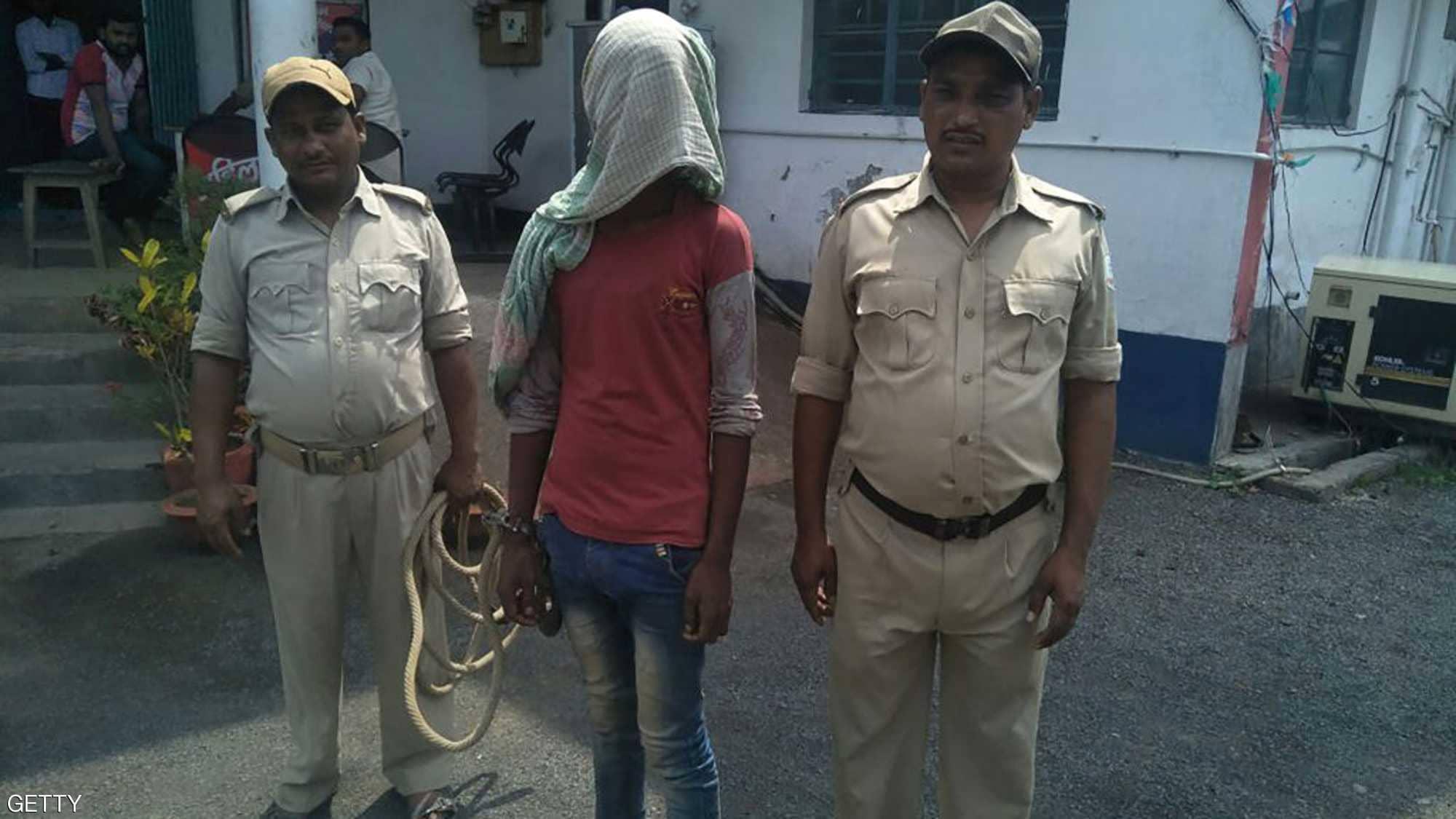 سياسية هندية تطالب بإغراق المغتصب بالبنزين ثم حرقه حيا للحد من هذه الجريمة وذلك بعد حادث اغتصاب رضيعة تبلغ من العمر 14 شهرا !