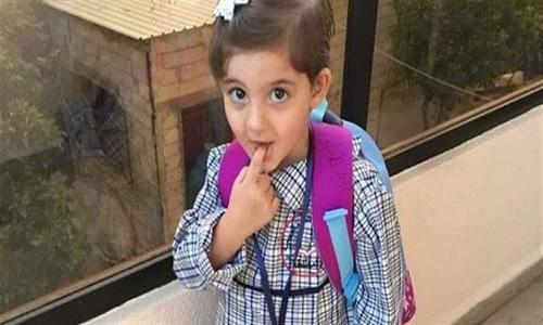 """في المنية: نزلت من باص المدرسة فدهسها السائق...""""يارا"""" ملاك الـ3 سنوات قضت في أول يوم دراسي لها"""