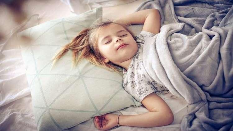 دراسة حديثة... صوت الأم يتفوق على إنذار الحريق في إيقاظ الأطفال!