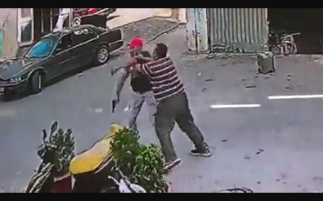 بالفيديو/ اشكال تطور الى اطلاق نار في منطقة ابي سمراء على خلفية تركيب باب حديدي وتمت الاستعانة بالصهر !