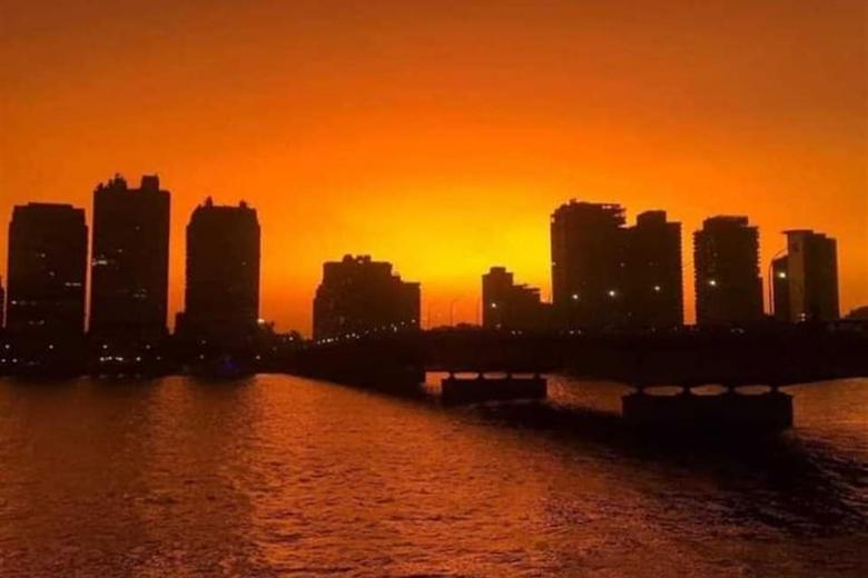 بالصور/ ظاهرة السماء البرتقالية شوهدت في العديد من الدول العربية...أشعة الشمس اصطدمت بسحب عالية جداً