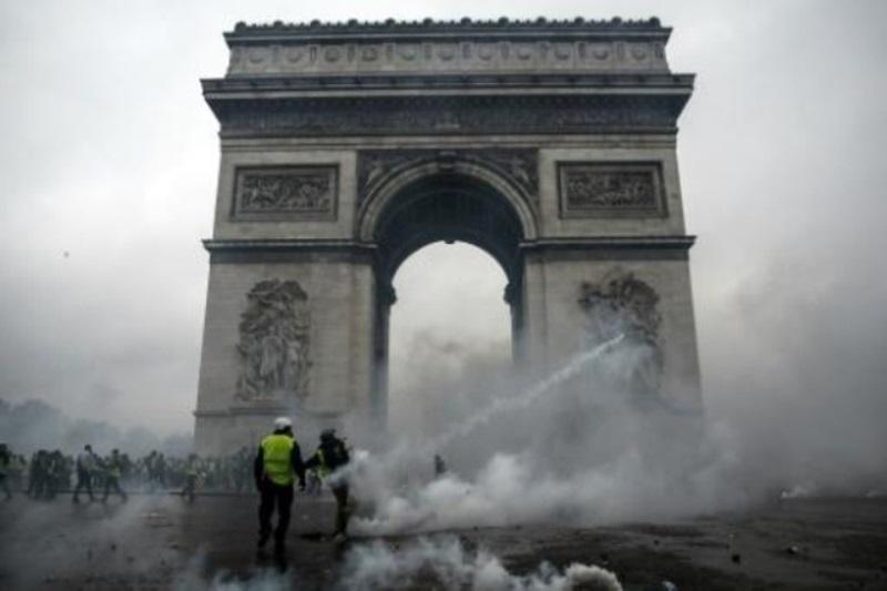 كلفة الأضرار في قوس النصر في باريس تصل إلى مليون يورو والنصب سيظل مغلقا أمام الجمهور لعدة أيام