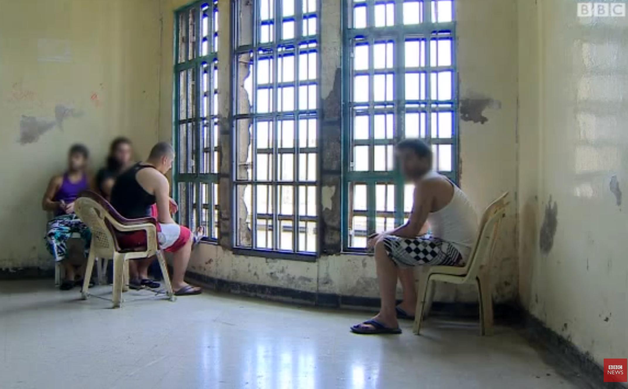 """في لبنان: بـ""""مقصّ أظافر"""".. 4 موقوفين فرّوا من السجن"""