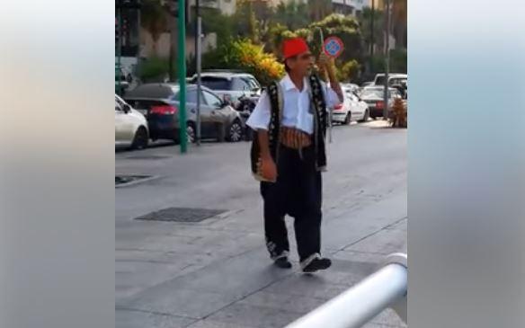 """بالفيديو/ في عين المريسة: رجل يحذر الناس من """"23 أيلول"""".. """"مش معقول شو بدو يصير.. انتبهوا يا عالم""""!"""