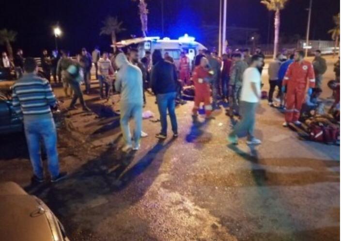 9 عسكريين جرحى اثر حادث تصادم بين سيارة وآلية عسكرية عند الكورنيش البحري في صيدا