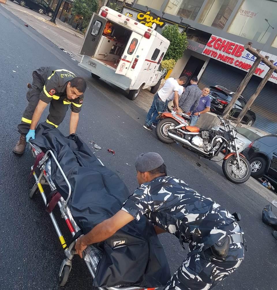 ثلاثيني قضى على دراجته النارية في حادث سير مروع على أوتستراد جل الديب