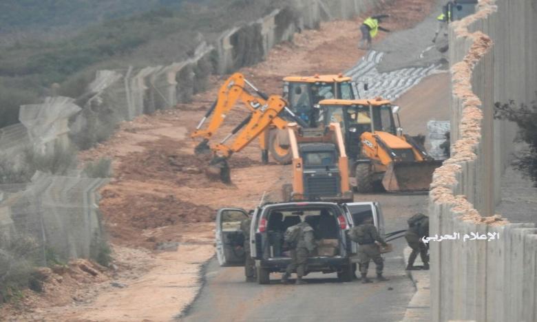 """بالصور/ """"أين الأنفاق!"""" أعمال الحفر مستمرة على الحدود اللبنانية مقابل العديسة...جيش الإحتلال يمهد لاستكمال بناء جدار اسمنتي"""