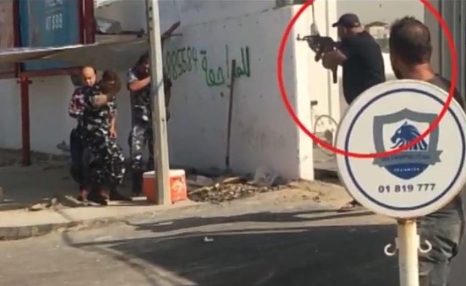 مسلّح يقتحم مدرسة روضة على طريق المطار... ويعمد إلى ترهيب وتهديد المهندسين في المبنى قيد الانشاء وطرد 120 عاملا!