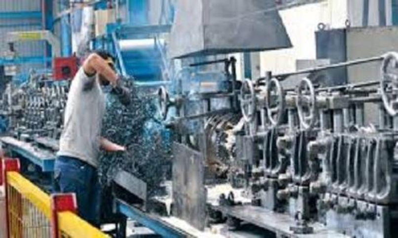 """3850 فرصة عمل جديدة...""""الصناعة"""" وجمعية الصناعيين تنشران تفاصيل فرص العمل المتوافرة في المصانع"""