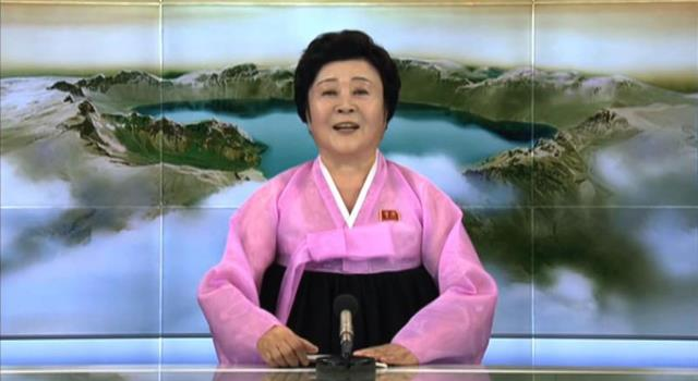 """مذيعة الأخبار النووية الصاروخية لكوريا الشمالية لن تقدم الأخبار مجدداً...ستستبدل السيدة """"الوردية"""" بشباب بعدما كانت تستدعى """"الجدة"""" للأخبار المهمة فقط!"""