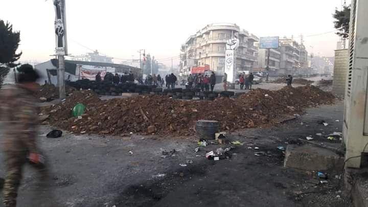 إقفال طرق بقاعية عدة بالسواتر الترابية وتجمع عدد من الباصات العسكرية التابعة للجيش وقوى الامن الداخلي عند مستديرة كسارة سعدنايل