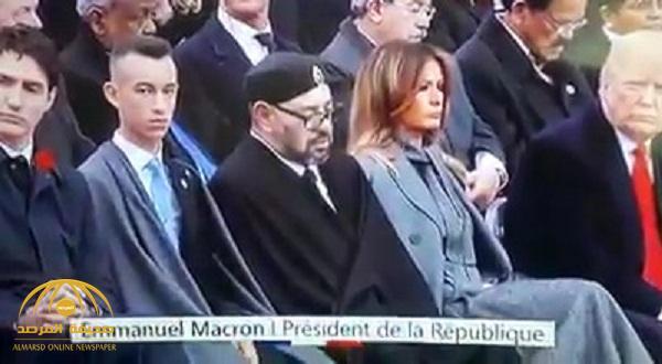 """بالفيديو/ ليس فقط أردوغان.. ملك المغرب أخذ """"كبوة"""" اثناء الاحتفال بمئوية الحرب العالمية فيما كان ترامب ينظر إليه!"""
