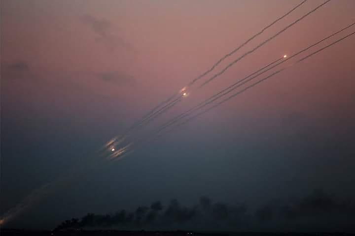 المقاومة الفلسطينية في غزة أعلنت توسيع دائرة إطلاق الصواريخ...صافرات الإنذار تدوي في المستوطنات ورشقات صاروخية متواصلة نحو مستوطنات غلاف غزة