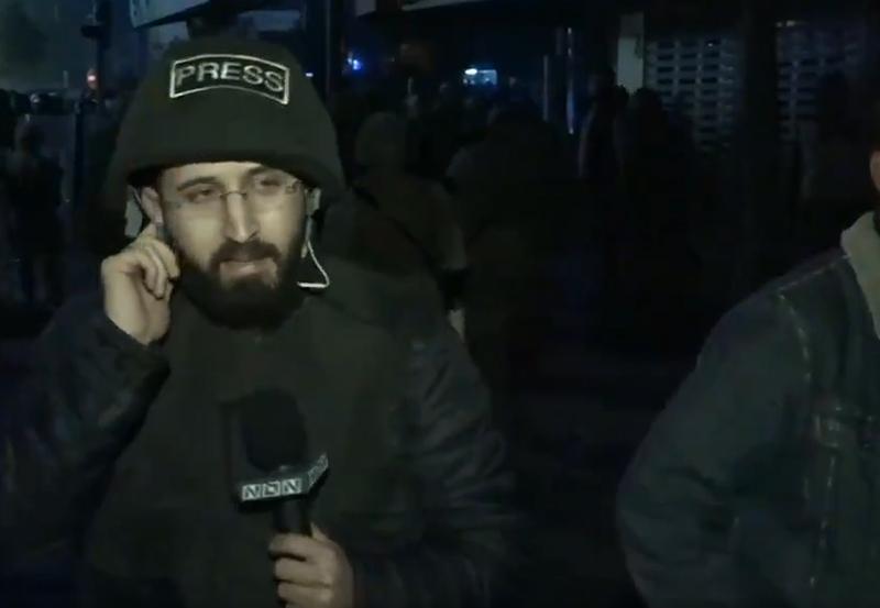 بالفيديو/ تعرض فريق الـNBN المكون من الزميلين منير قبلان ومحمد الآغا للإعتداء وتكسير الكاميرا أثناء تغطية مباشرة على الهواء في كورنيش المزرعة