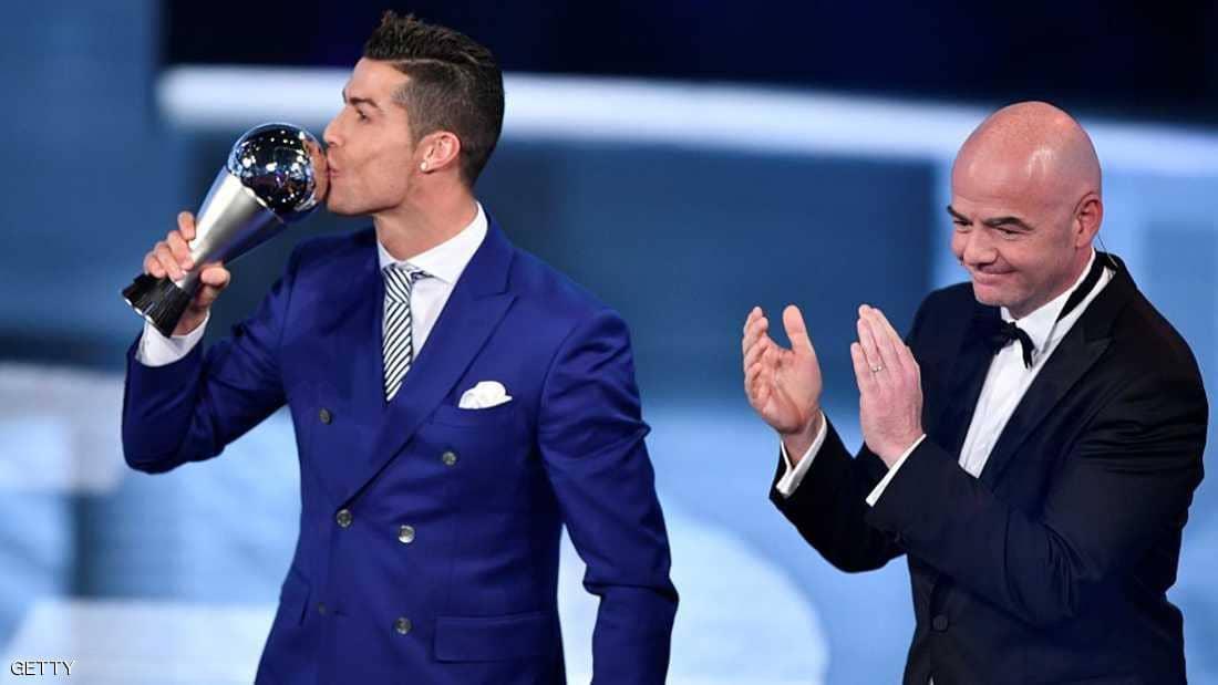 """رونالدو يرتكب نفس الخطأ الذي انتقد لاعبي برشلونة عليه..والبعض وصفه بـ """"العار الحقيقي"""""""