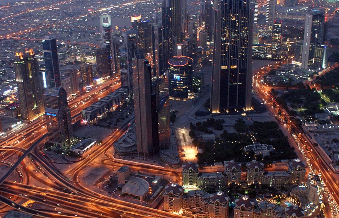 """دبي تنزف: المغتربون يعودون.. غلاء وبطالة في """"سويسرا الخليج""""!"""