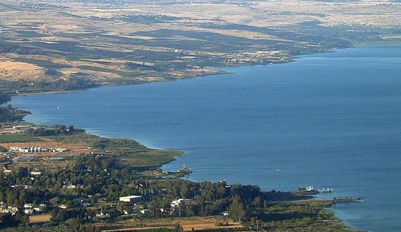 """الإحتلال الإسرائيلي يعلن عن أكبر حالة جفاف للمياه...""""منسوب بحيرة طبريا ينخفض بشكل ملحوظ"""""""
