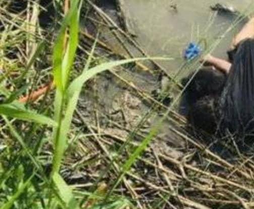 صورة تكسر القلوب لجثة طفلة تمسك بجثة أبيها فوق المياه...بين المكسيك وأميركا غرقا معاً خلال محاولة اجتياز الحدود بحثاً عن حياة أفضل