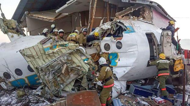تحطم طائرة ركاب في كازاخستان فور اقلاعها صباح اليوم ومقتل 14 شخصا على الأقل