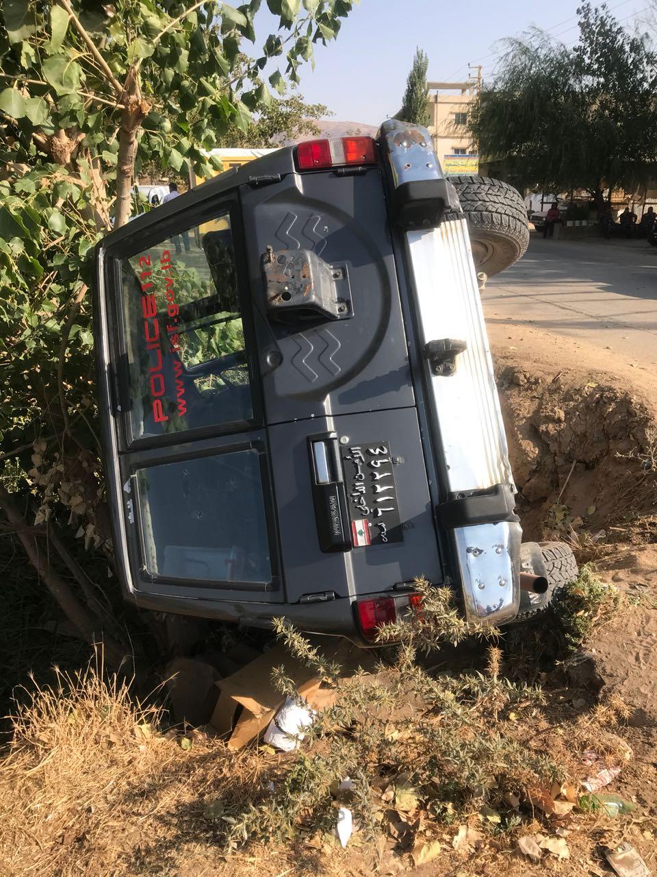 """تدهور سيارة """"جيب"""" تابعة لقوى الأمن الداخلي على طريق الفاعور - كفرزبد وإصابة عنصرين بجروح"""