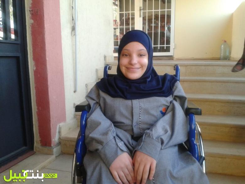 بالصور/ الطالبة مريم ستجري غداً إمتحاناتها الرسمية مع زميلاتها وزملائها بعد تجهيز مركز التقديم بالظروف المناسبة وفق القانون