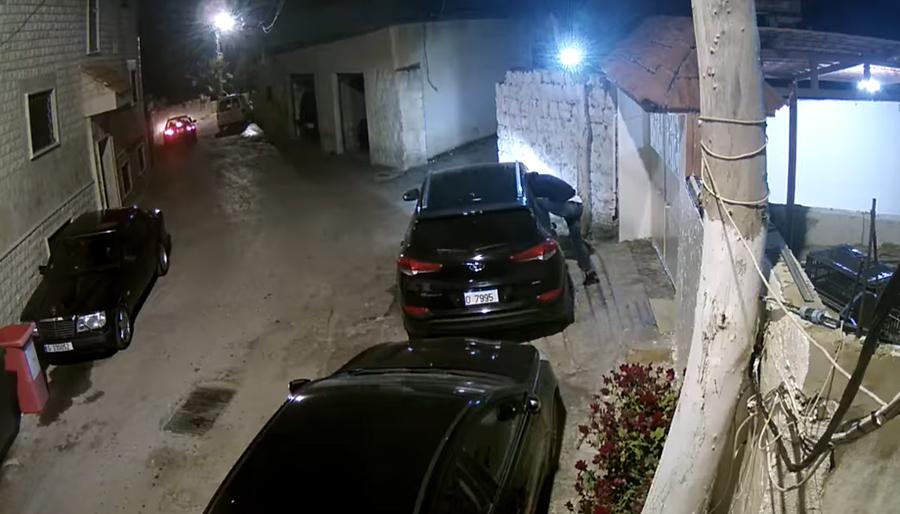 بالفيديو/ كاميرا مراقبة توثّق سرقة سيارتين بطريقة احترافية من داخل مجدل عنجر...للمرة الثانية على التوالي خلال اسبوع