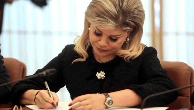 شدياق تعلن وقف العمل بقرارات التوظيف في وزارة التنمية