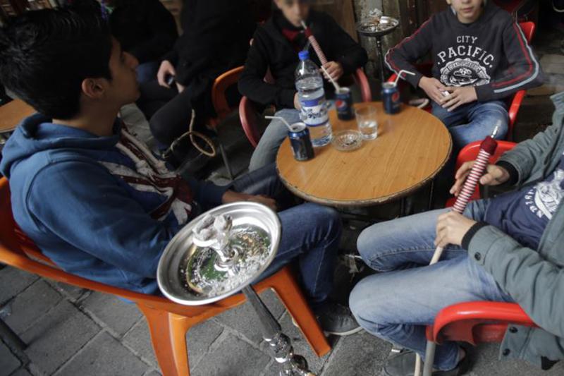 ممنوع لمن هم دون الـ18...بعد بلدية العباسية، بلدية الغبيري تمنع بيع الدخان وتدخين النرجيلة لمن هم دون الـ18 عاماً