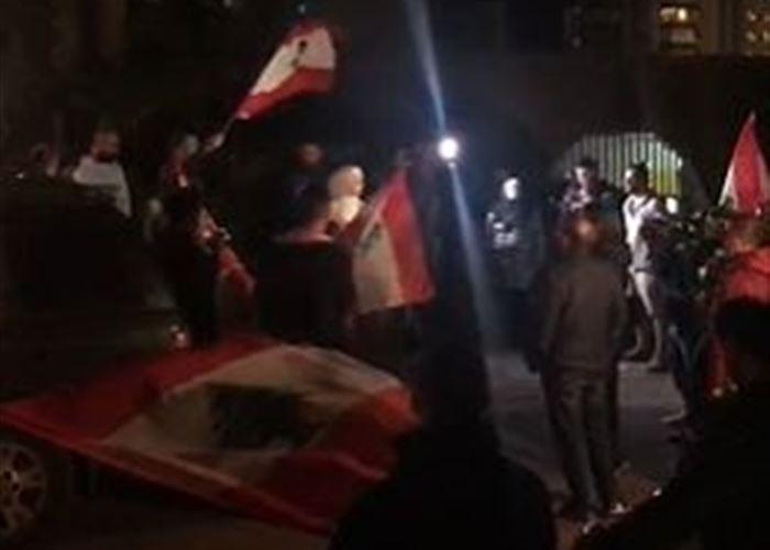 الوكالة الوطنية: المنزل الذي يتجمع امامه المحتجون في تلة الخياط ليس منزل المهندس سمير الخطيب انما يعود لطليقته