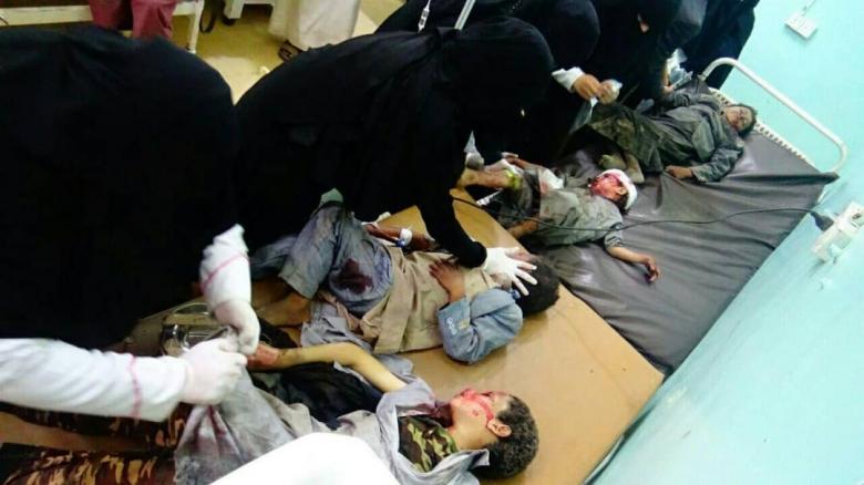عدد من المفقودين لم يتم التعرف عليهم بسبب تناثر أشلاء الضحايا...حصيلة مجزرة حافلة الأطفال وسوق ضحيان في اليمن بلغت 131 بين شهداء وجرحى