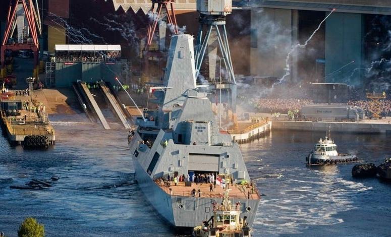 """المدمرة البريطانية """"إتش. إم. إس. دنكان 45"""" دخلت في حالة تأهب قصوى بعد اكتشاف زورق إيراني مليء بالمتفجرات في البحر الأحمر"""
