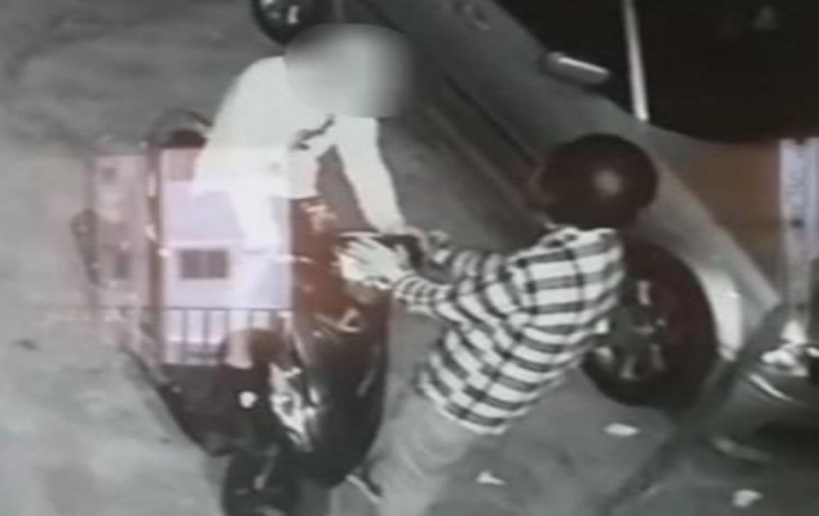 توقيف عصابة لسرقة الدراجات النارية في الضاحية من بينهم امرأة ترتدي خوذة على رأسها