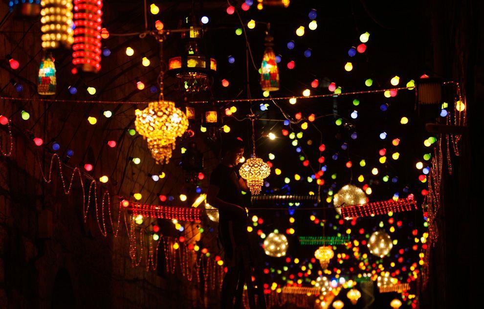 قطر وتركيا والسعودية والإمارات واندونيسيا وماليزيا أعلنوا أن نهار غدٍ السبت هو المتمم لشهر رمضان والأحد أول أيام العيد
