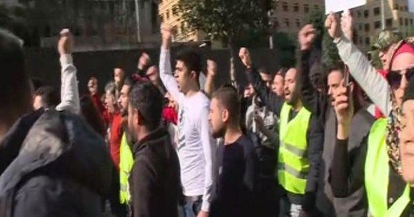 الهدوء يعود إلى شارع الحمراء... المتظاهرون غادروا بعدما فرقتهم القوى الأمنية
