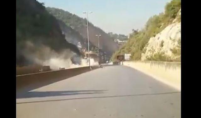 بالفيديو/ لحظة الانهيار..الصخور كادت تطحن رؤوس المارة على طريق المتن السريع !