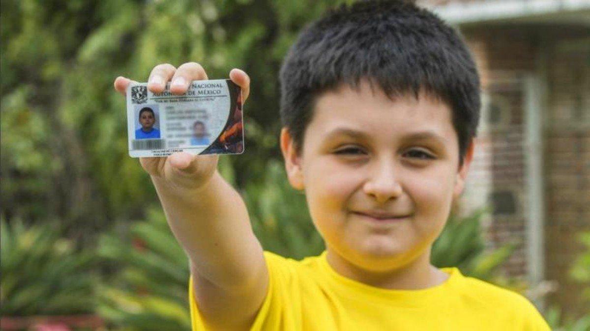طفل مكسيكي عبقري يدخل الجامعة لدراسة فيزياء الطب الحيوي..هو يريد شفاء كل الأمراض ووالدته تريده أن يأكل الساندويش الذي أحضرته له!