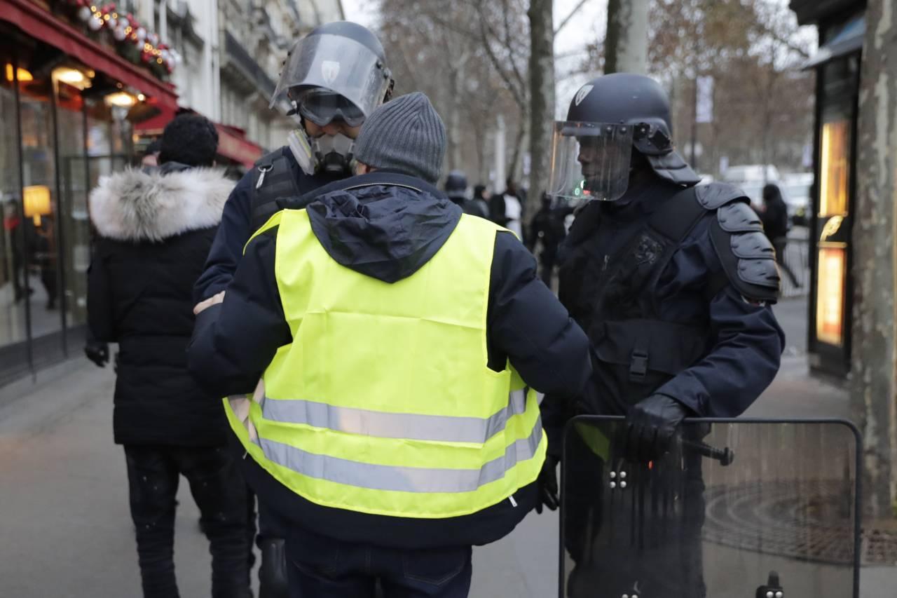 """بالصور والفيديو: """"السترات الصفراء"""" تنطلق وسط اجراءات امنية مشددة"""