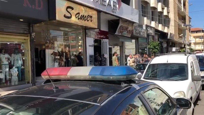 """القوى الأمنية طوقت مبنى بنك MEAB في صور بعد العثور على ورقة تهديد...""""سينفجر في وقت لاحق على الكنترول، من بعيد ستموتون جميعا""""!"""