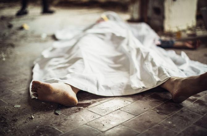 """""""جعفر"""" جثة هامدة على الكورنيش البحري لبلدة الغازية.. عُثر عليه مصاب بطلق ناري في فمه!"""