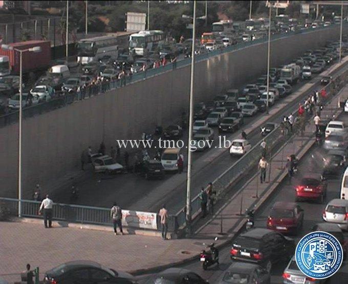 بالفيديو/ حادث سير داخل نفق المدينة الرياضية باتجاه السفارة الكويتية...والحصيلة 3 جرحى