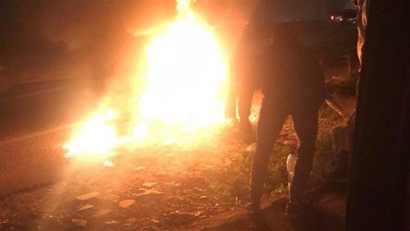 مجموعة شبان قطعوا أوتوستراد الغازية... والقوى الأمنية تعيد فتحها