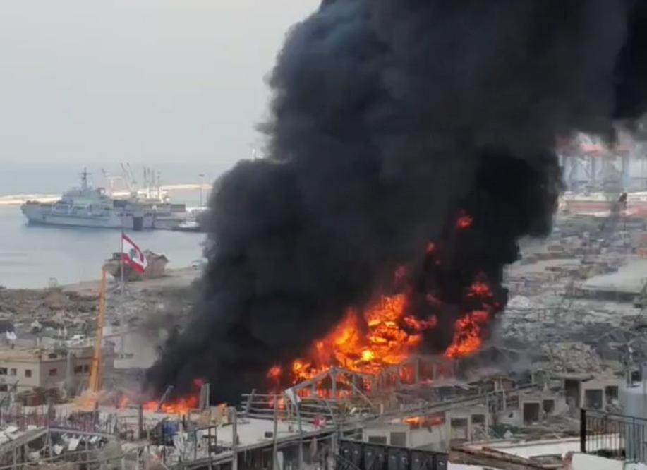 الإليزيه يؤكد استعداده للمساعدة بإخماد حريق مرفأ بيروت إذا تطلب الأمر