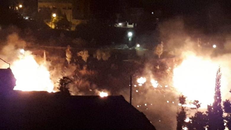 بالصور/ بعد جهود 3 ساعات...الدفاع المدني وبمؤازرة وحدات من الجيش يسيطر على الحريق الهائل في كفردونين - بنت جبيل
