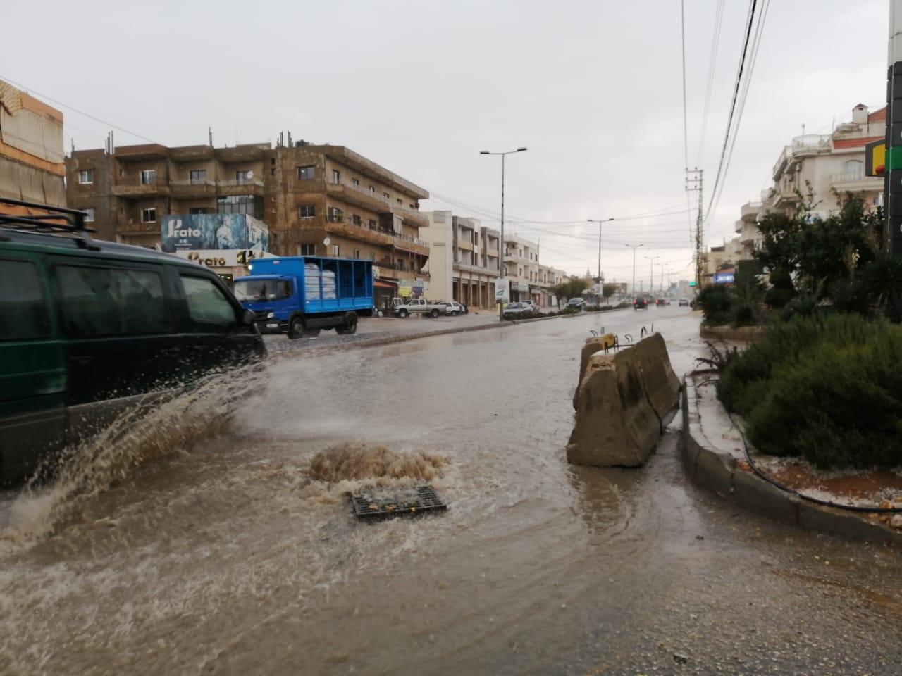 بالفيديو/أمطار غزيرة ومجار سيلية في بعلبك